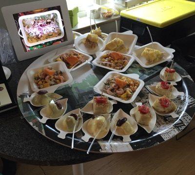 Provsmakning av god peruansk mat